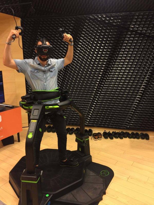 BIeżnia VR Virtuix Omni na event
