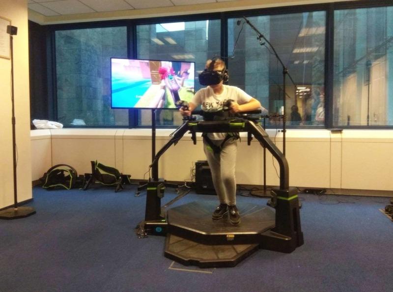 Bieżnia VR Virtuix Omni na wynajem