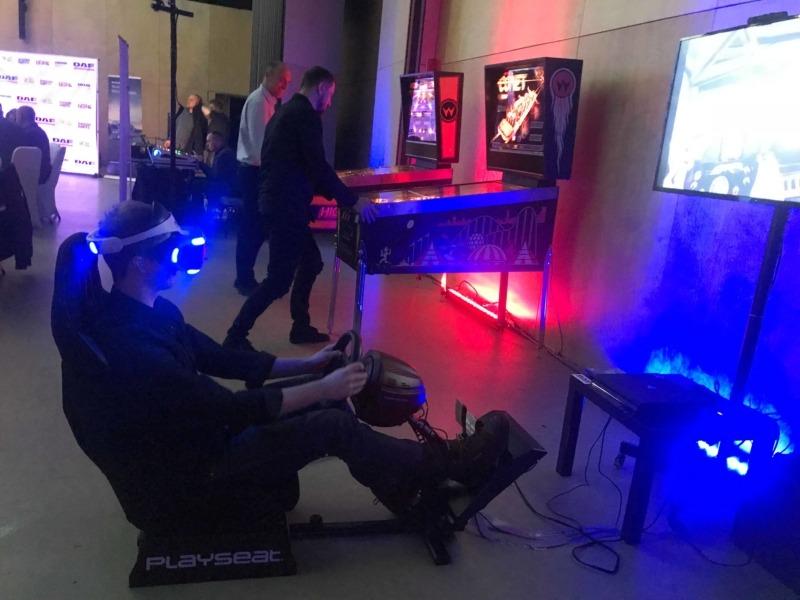 Statyczny symulator wyścigów VR