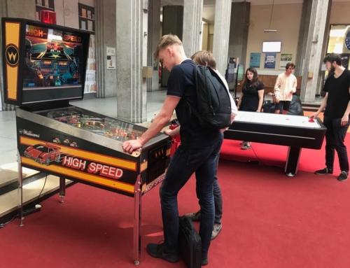 Atrakcje retro: automaty arcade, flippery, konsole do wynajęcia