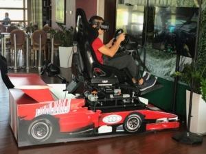 Ruchomy symulator wyścigów VR wynajem
