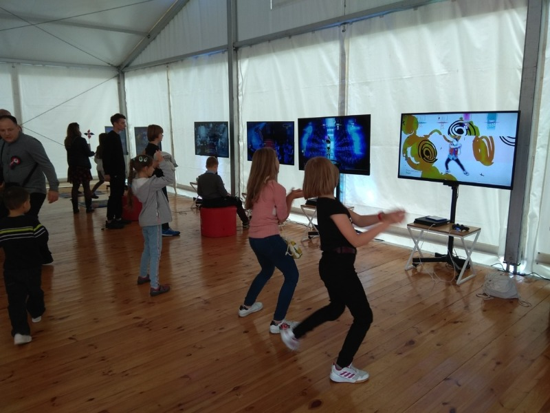 Konsola PlayStation 4 do wynajęcia - gry ruchowe i taneczne