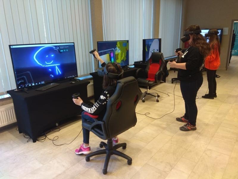 Gogle VR do wynajęcia na piknik naukowy